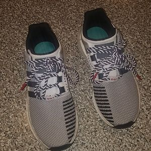 Mens Adidas Shoe. Size 8.5